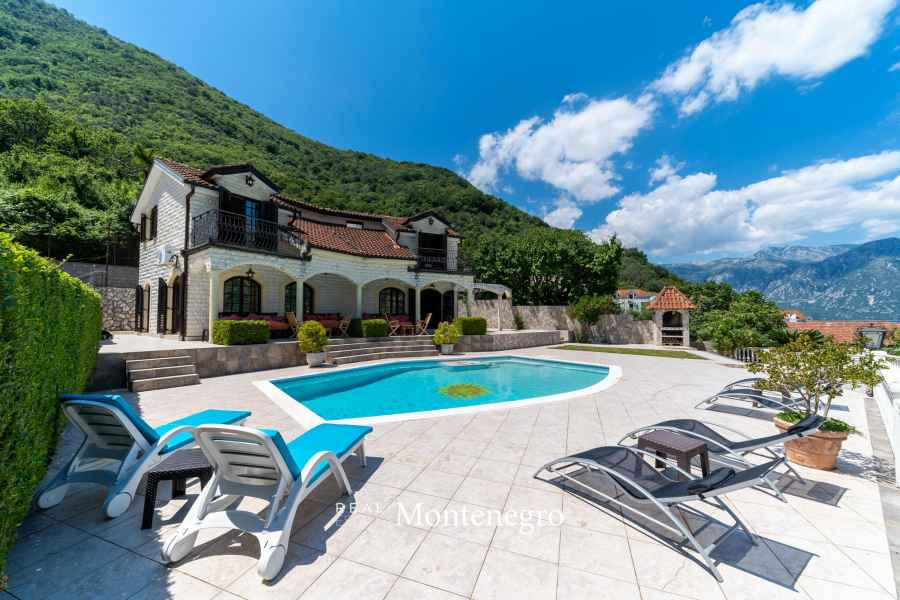 Villa for sale in Bay of Kotor