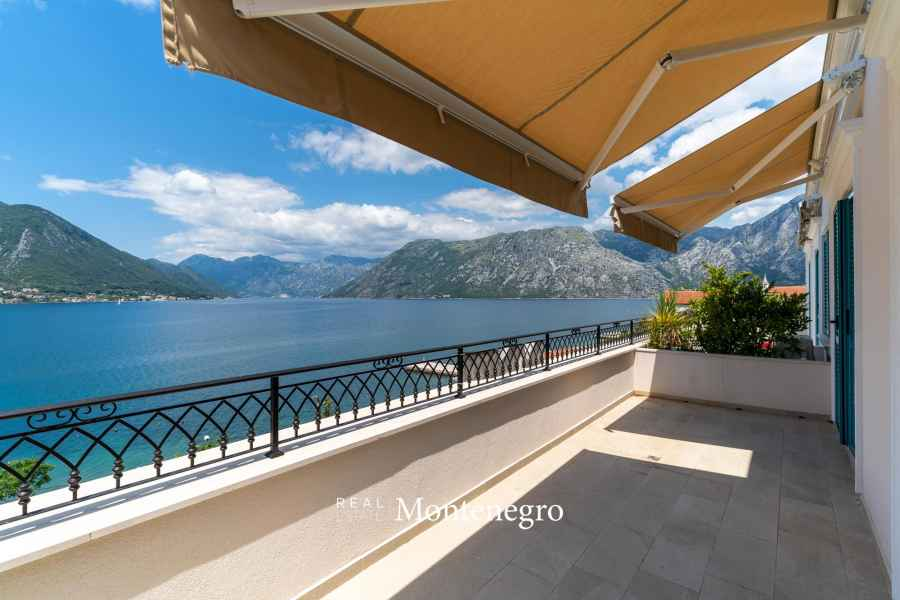 Seaview penthouse for sale in Kotor Bay