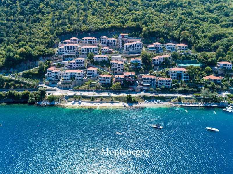House for sale in Kotor Bay